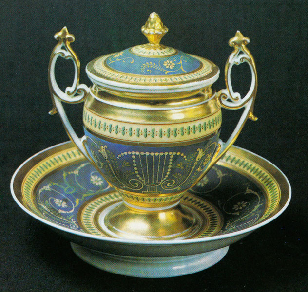 Cup with a lid and saucer. 1820s – 1830s.